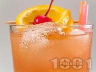 Коктейл секс на плажа (Sex On The Beach) с водка, ликьор праскова, сок от портокал и боровинки